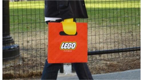 Sul mercato arriva la borsa per assomigliare ad un omino Lego